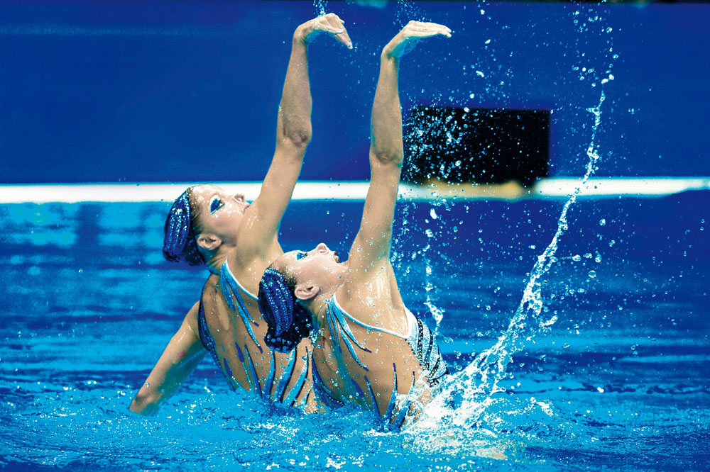 LONDON OLYMPIC GAMES 2012 - AQUATICS CENTRE , LONDON (ENG) - 07/08/2012 - PHOTO : STEPHANE KEMPINAIRE / POOL / KMSP / DPPI  SYNCHRONISED SWIMMING - WOMEN - FREE ROUTINE - FINAL - FRENCH TEAM - CLOE WILLHELM - SARA LABROUSSE (FRA)